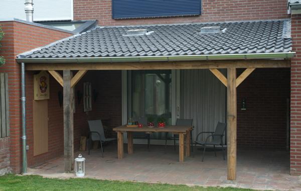 Hugo verstappen bouw en timmerbedrijf overkapping met eiken balken en zinken dakramen - Veranda met dakraam ...